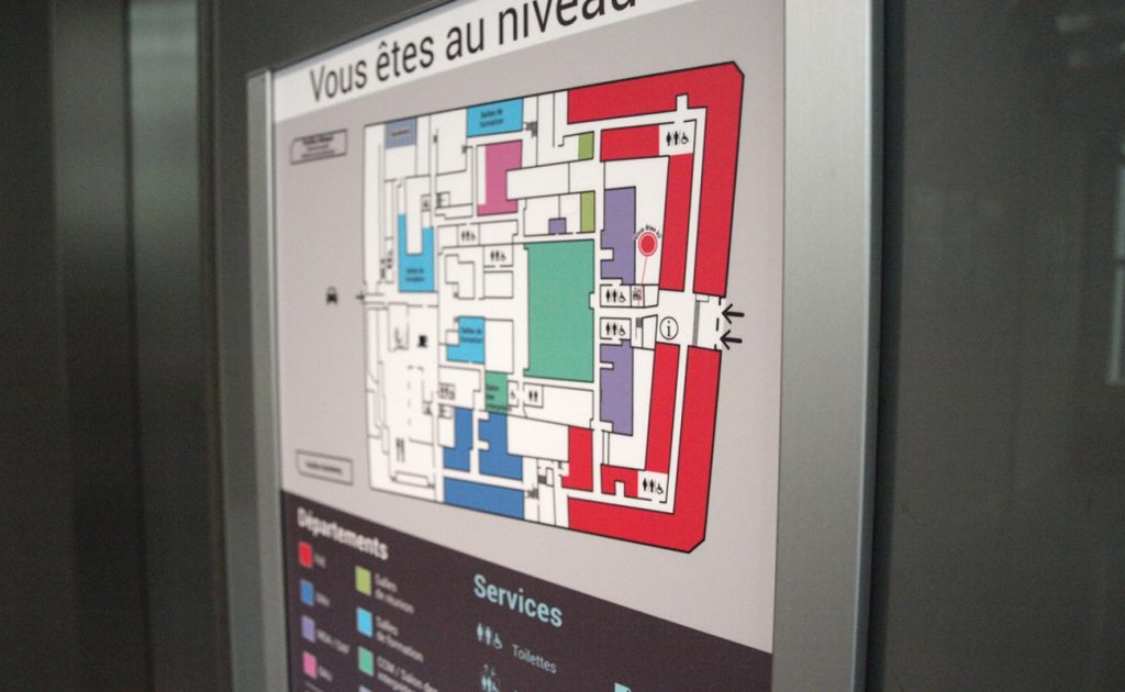 Plan d'orientation situé devant les ascenseurs