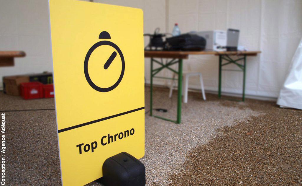 """Support signalétique """"Top chrono"""" fond jaune avec pictogramme pour événement sportif - Course à pieds"""