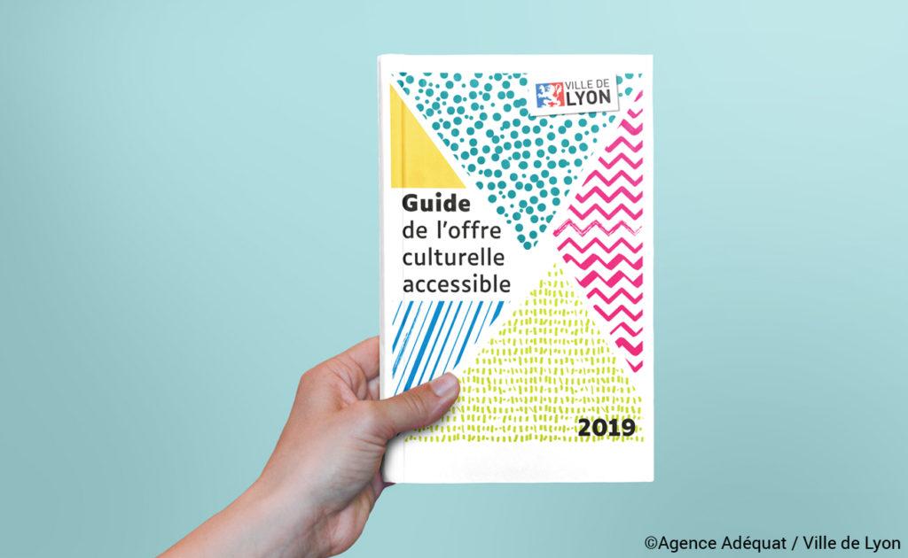 Couverture du guide. Colorée et avec des motifs.